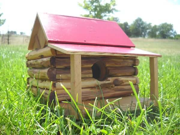 Log Cabin Birdhouse by Instructables