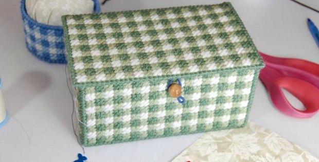 Plastic Canvas Box Gingham Thread