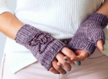 Knitting pattern for easy gloves - no fingers to knit! Beginners easy fingerless gloves knitting pattern, plus beading options too.