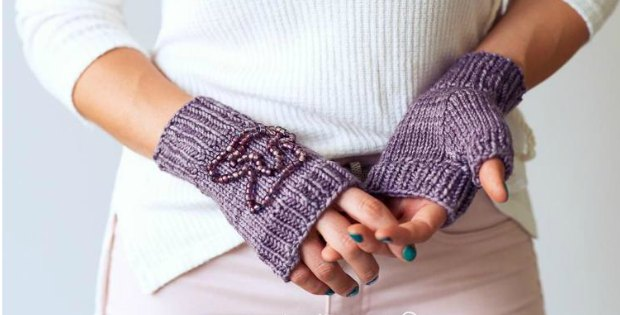 Fingerless Gloves Knitting Pattern Beginner : Beaded fingerless gloves to knit - Crafting News