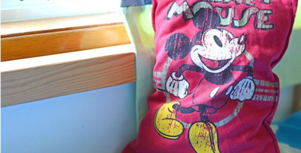 Turn an old but much loved t-shirt into a pillow. Sewing tutorial.