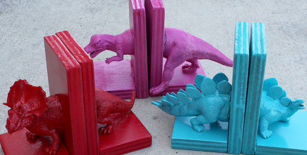 Children's Bookends DIY Dinosaur Bookends Free Tutorial