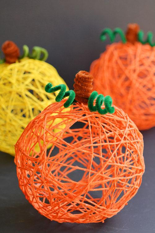 How To Make A Decorative Halloween Pumpkin Yarn Ball