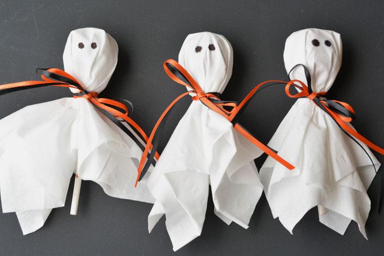 Ghost Lollipops Easy Halloween Trick Or Treat Idea