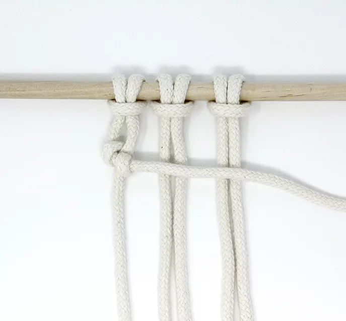 horizontal clove hitch horizontal half hitch knot basic macrame knot patterns