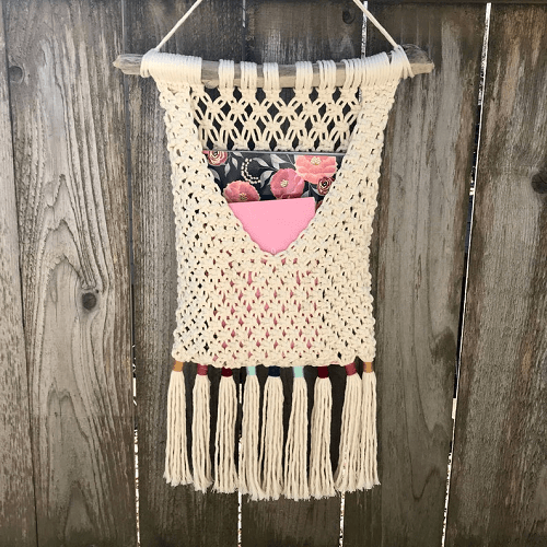 Macrame Pocket Wall Hanging Pattern by Driftwood Family