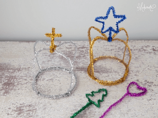 Pipe Cleaner Crowns by The Makerista