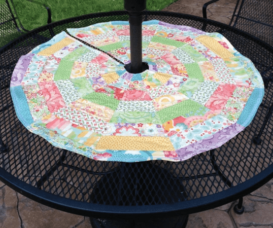 Umbrella-Friendly Patio Table Topper Quilt Pattern by Moda Fabrics