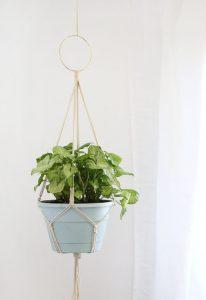 Simple Macrame Plant Hanger DIY Pattern by Persia Lou