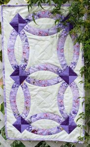Double Wedding Ring Quilt Table Runner Pattern by BeckysQuiltDesigns