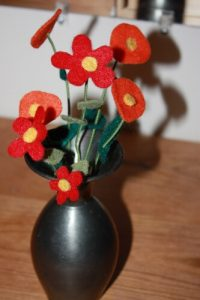 FELT AND PIPE CLEANER CRAFTS FLOWERS BY JUISE