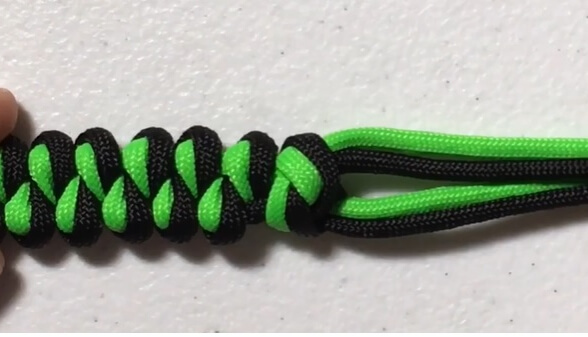 Paracord Keychain Designs - Growling Dog Knot
