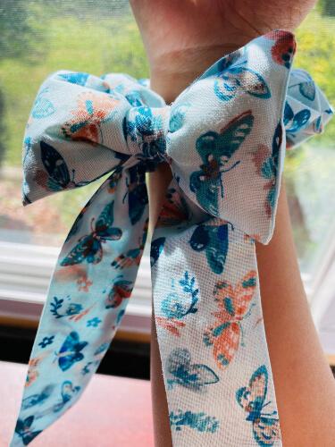 DIY Fluffy Bow Easy Scrunchie Pattern from BeeLaBoo