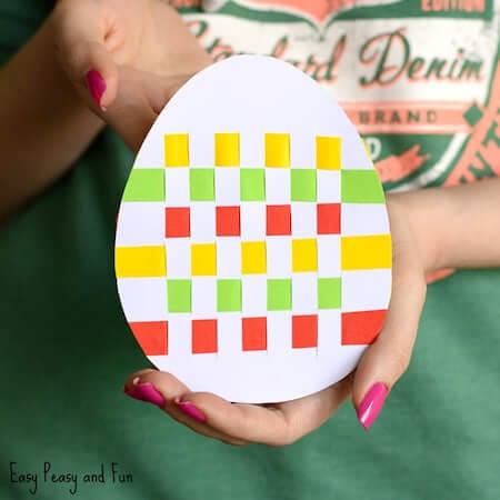 Easter Egg Paper Weaving Art by Easy Peasy And Fun
