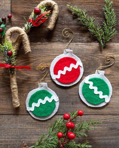 Easy Felt Christmas Ornaments by The Artisan Life