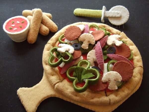 Felt Pizza by Sweet Emma Jean