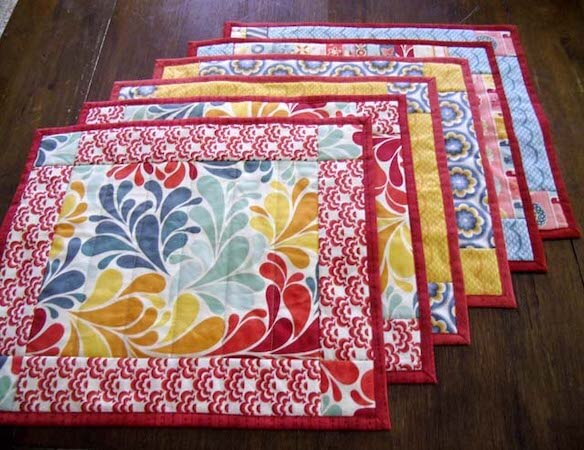 Free Quilted Placemat Pattern by The Crafty Quilter