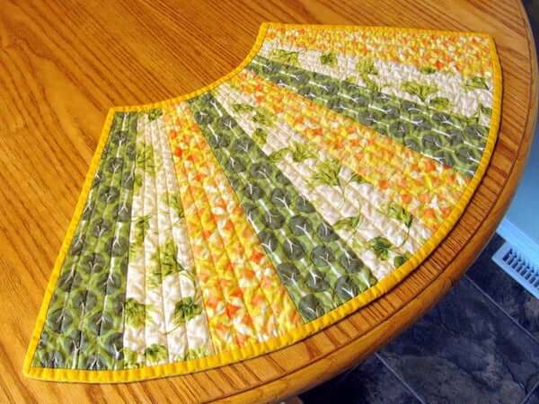 Round Table Quilted Placemat Pattern by Cut Stitch And Piece