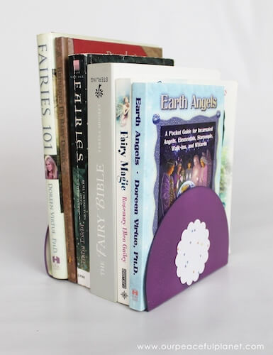 Quick DIY Bookends Made From CDs by Craft Your Happiness