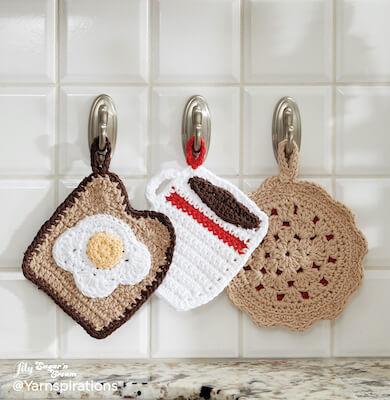Pot Holder Dinner Trio Crochet Pattern by Yarnspirations