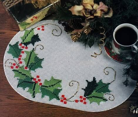 Boughs Of H0lly Placemat Plastic Canvas Pattern by Fairy Penguin Crafts