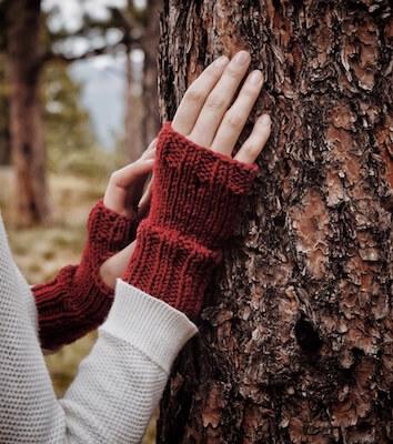 Easy Fingerless Gloves Knitting Pattern by Darling Jadore