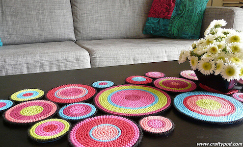 Plastic Canvas Circles Table Runner Pattern by Crafty Pod