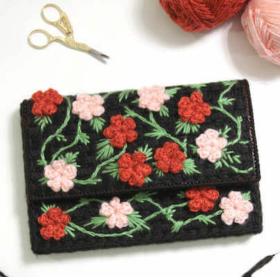 Plastic Canvas Floral Clutch Pattern by Persia Lou